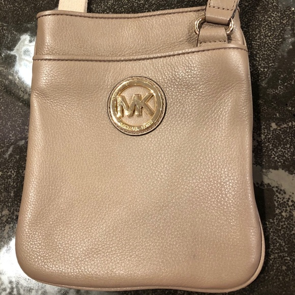 Michael Kors Handbags - Michael Kors Flat Leather Open Top Crossbody Bag